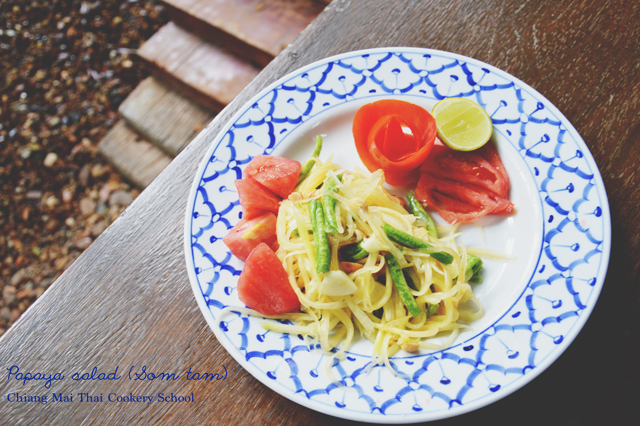 Papaya salad - Som tam | When in Chiang Mai: Cooking classes | lizniland.com