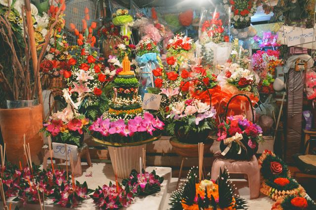 Loi Krathong | When in Chiang Mai: Yi Peng Lantern Festival | lizniland.com