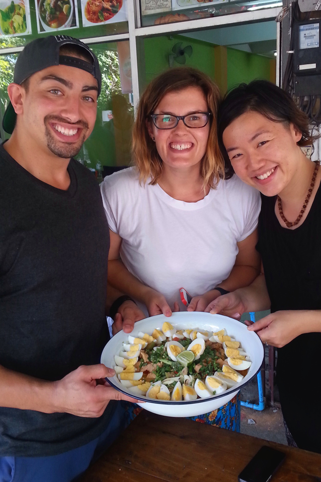 Friendship curry team | When in Chiang Mai: Cooking classes | lizniland.com