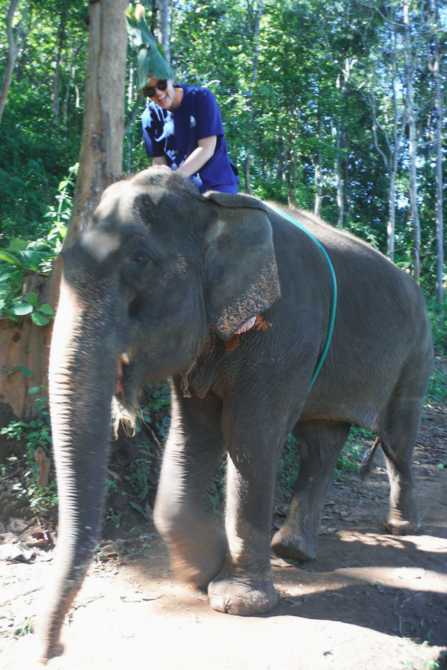 Teak leaf hat at Baanchang Park | When in Chiang Mai: Elephants & Ziplining | lizniland.com