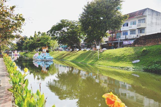 The old city moat | When in Chiang Mai: Exploring the city | lizniland.com