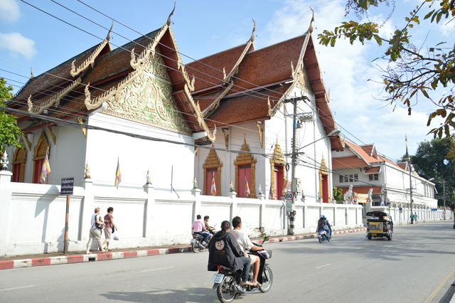 Temples everywhere | When in Chiang Mai: Exploring the city | lizniland.com