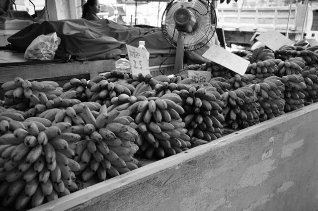 Bananas| When in Chiang Mai: Fresh food markets | lizniland.com