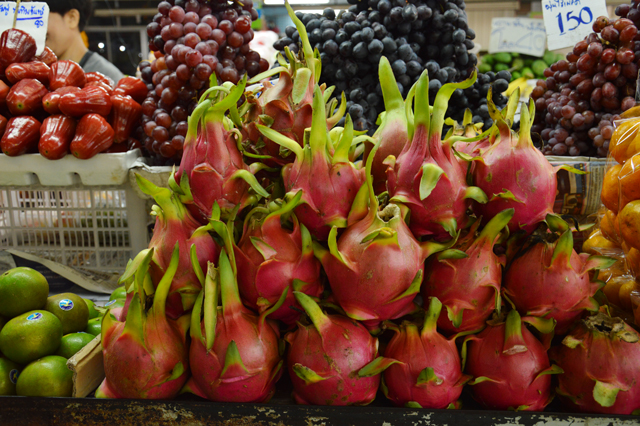 Colourful dragonfruit | When in Chiang Mai: Fresh food markets | lizniland.com