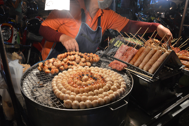 Street food sausages | Week of Eats: Chiang Mai edition | lizniland.com