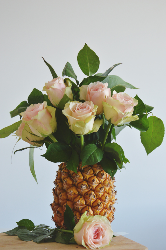 Wedding DIY - Pineapple vase | lizniland.com