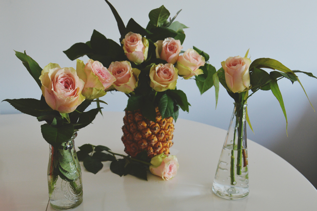 DIY pineapple vase - wedding decorations | lizniland.com