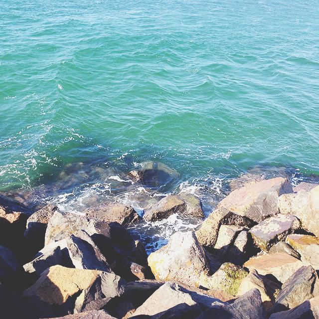 Ocean and rocks | lizniland.com